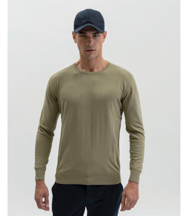Basic crewneck sweater