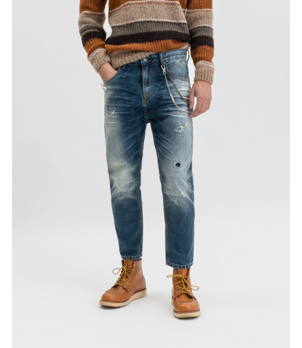 Mike carrot cropped jeans with whiskers, decolouration and 3D finish