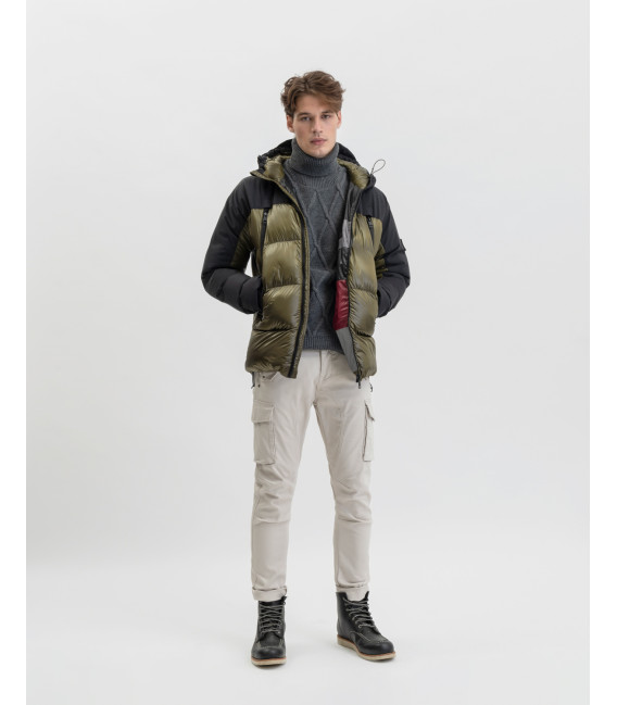 Hooded puffer jacket in military green