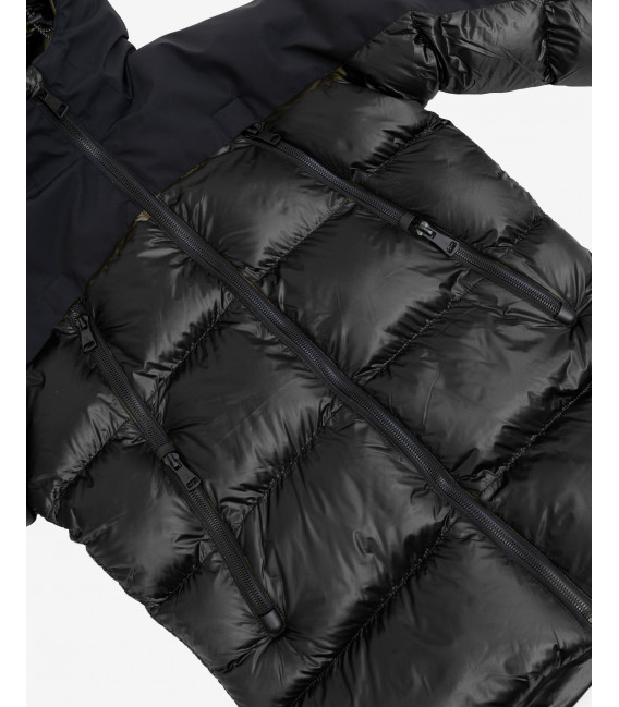 Hooded puffer jacket in black