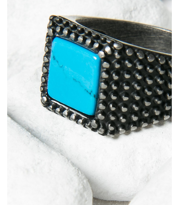Sqared spiked ring with stone