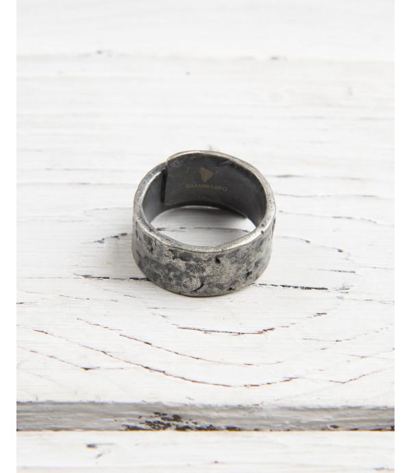 Metal band ring