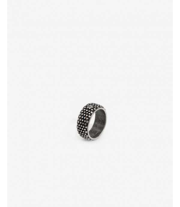 All around spike ring